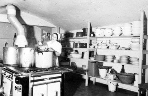 Лагерная кухня. ru.wikipedia.org