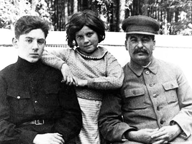 Василий, Светлана и Иосиф Сталины. Автор неизвестен