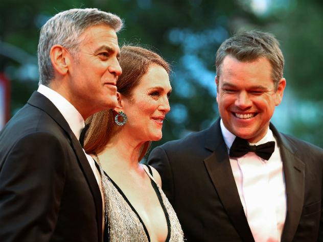 Фото софициантом Мэтта Дэймона испортил Джордж Клуни