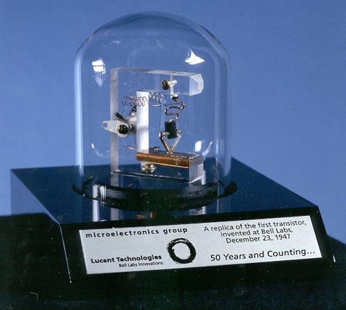Макет точечного транзистора. wikimedia
