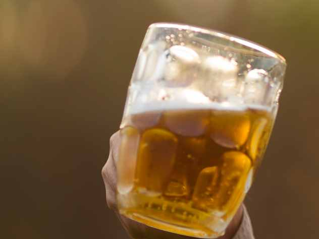 Эстонский бизнес страдает от жителей страны, которые покупают более дешевое пиво в Латвии