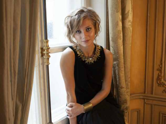 Известная актриса, супруга шоумена Гарика Харламова подверглась критике со стороны своих поклонников.
