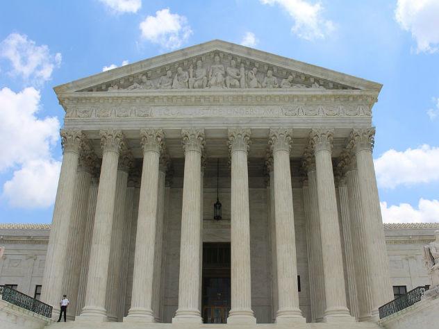 Суд в США оставил картины Строганова в стране