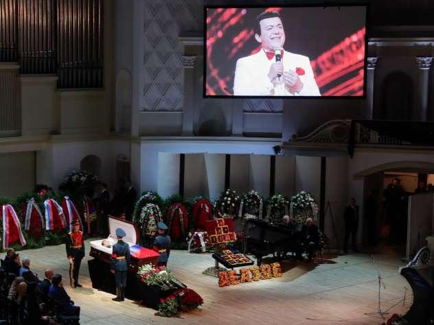 Фото с церемонии прощания с Кобзоном
