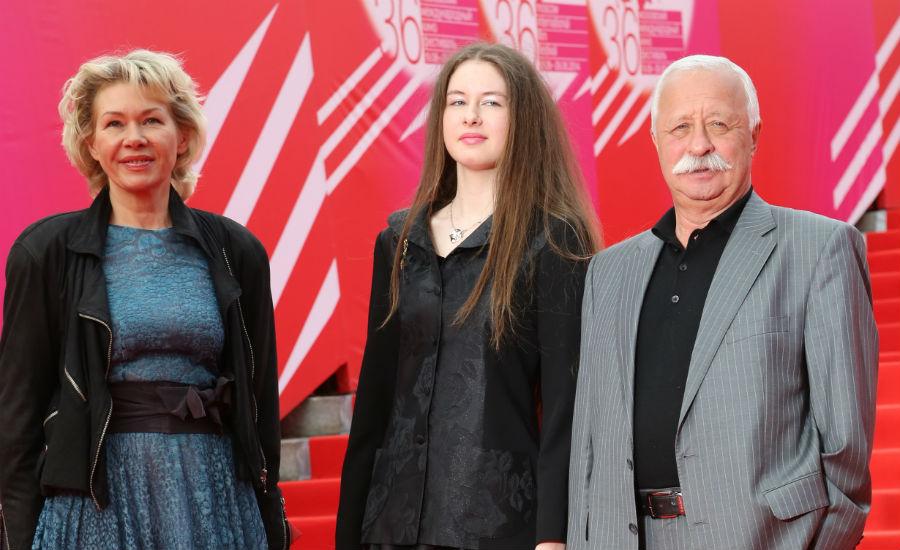 Жена и дочь Якубовича